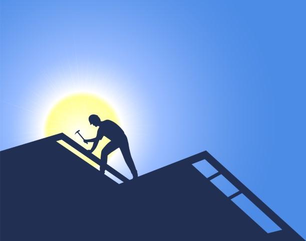 Hoe isoleer je een hellend dak? Aan binnen- of aan buitenzijde. Buiten is beter.